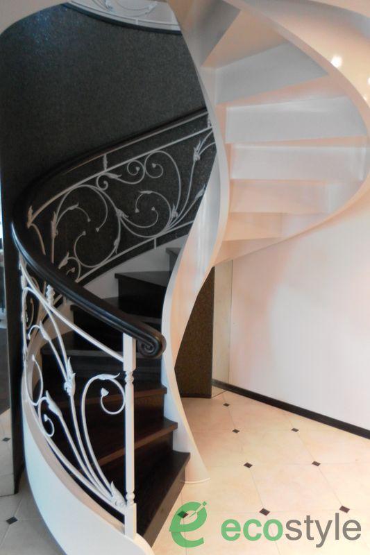 винтовая лестница в доме на второй этаж