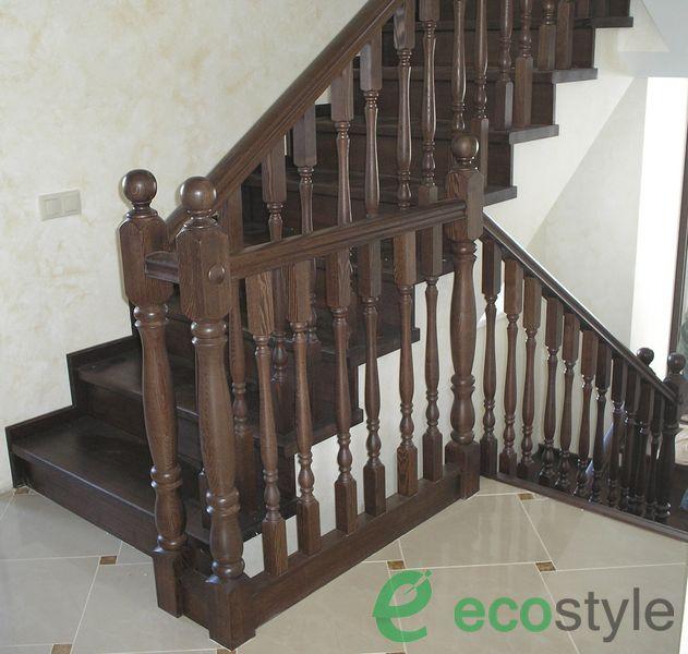 лестница в доме на второй этаж из ясеня на металлокаркасе